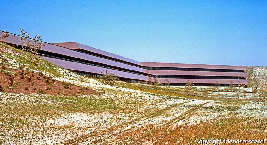 Thousand Oaks CA: Prudential Life Headquarters, elevation, 1982. Michael O'Sullivan, Albert C. Martin & Assoc.