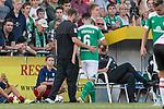04.09.2018, Hoheellern-Stadion, Leer, GER, FSP, Werder Bremen (GER) vs FC Emmen (NED)<br /> <br /> DFL REGULATIONS PROHIBIT ANY USE OF PHOTOGRAPHS AS IMAGE SEQUENCES AND/OR QUASI-VIDEO.<br /> <br /> im Bild / picture shows<br /> Kevin Möhwald / Moehwald (Werder Bremen #06) wird verletzungsbedingt ausgewechselt, Florian Kohfeldt (Trainer SV Werder Bremen) nimmt Möhwald in den Arm, <br /> <br /> Foto © nordphoto / Ewert
