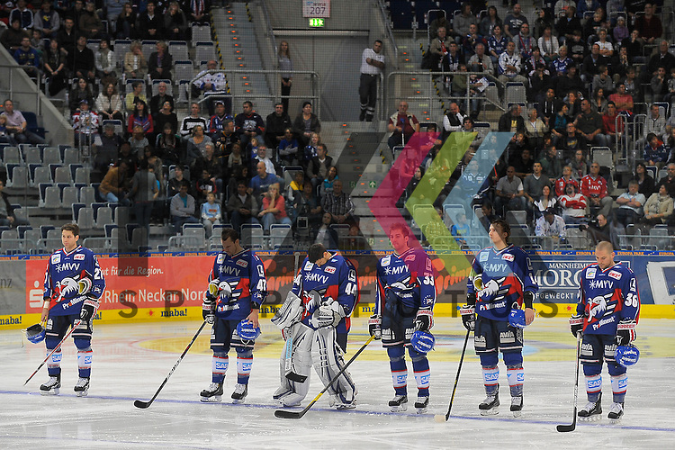 Mannheim 21.10.12, DEL, Adler Mannheim - Grizzly Adams Wolfsburg, die Starting Six mit v.l. Mannheims Adam Mitchell (Nr.27), Mannheims Cristoph Ullmann (Nr.47), Mannheims Dennis Endras (Nr.44), Mannheims Doug Janik (Nr.33), Mannheims Steve Wagner (Nr.14) und Mannheims Yannic Seidenberg (Nr.36)<br /> <br /> Foto &copy; Ice-Hockey-Picture-24 *** Foto ist honorarpflichtig! *** Auf Anfrage in hoeherer Qualitaet/Aufloesung. Belegexemplar erbeten. Veroeffentlichung ausschliesslich fuer journalistisch-publizistische Zwecke. For editorial use only.