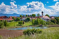Deutschland, Oberbayern, Iffeldorf am Waschsee, dem suedlichsten der Osterseen | Germany, Upper Bavaria, Iffeldorf at Wasch Lake, the southernmost Easter Lake