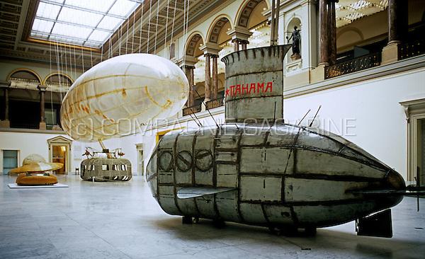 Panamarenko's overview exhibition in the The museum of Fine Arts, Brussels (Belgium, 14/11/2005)