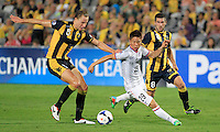 Japan's Sanfrecce Hiroshima Asano Takuma (C) and Central Coast Mariners Zac Anderson (L) during their AFC Champions League match in Gosford, near Sydney, March 11, 2014. VIEWPRESS/Daniel Munoz EDITORIAL USE ONLY