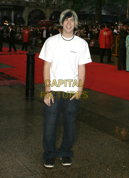 "JAMES BOURNE (BUSTED).Arrivals at ""Star Wars Episode III: Revenge of the Sith"" UK Premiere, Odeon Cinema Leicester Square, London,.May 16th 2005..full length white t-shirt t shirt necklace.Ref: AH.www.capitalpictures.com.sales@capitalpictures.com.©Adam Houghton/Capital Pictures."