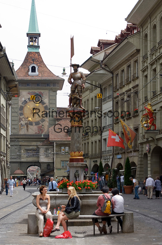CHE, Schweiz, Kanton Bern, Hauptstadt Bern: Marktgasse mit Zytgloggeturm (Zeitglockenturm) in der Berner Altstadt - UNESCO Weltkulturerbe | CHE, Switzerland, Canton Bern, capital Bern: Marktgasse (market lane) with Clock tower - Old Town/UNESCO world heritage