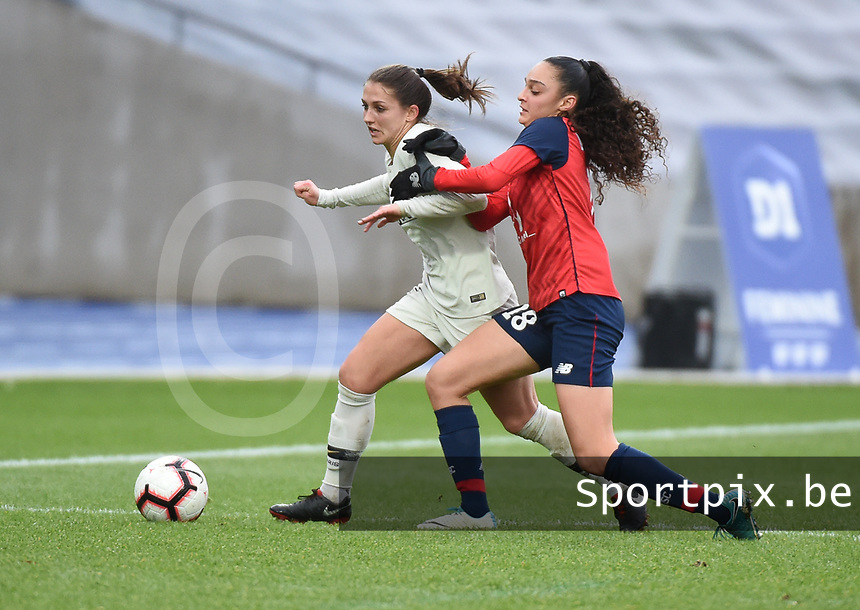 20190113 - LILLE , FRANCE : LOSC's Lina Boussaha (R) and PSG's Eve Perisset (R) pictured during women soccer game between the women teams of Lille OSC and Paris Saint Germain  during the 16 th matchday for the Championship D1 Feminines at stade Lille Metropole , Sunday 13th of January 2019,  PHOTO Dirk Vuylsteke | Sportpix.Be