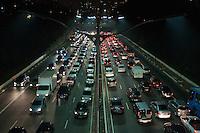 SÃO PAULO - SP -15,08,2014- TRÃNSITO-CAPITAL/SP - O Motorista sengue com lentidão na Avenida 23 de Maio sentido Ibirapuera .Região central da cidade de São Paulo,nessa sexta-feira,15 (Foto:Kevin David/Brazil Photo Press)