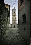Campanile di Andrate (To), staccato dalla chiesa. E' in centro al borgo antico del paese.