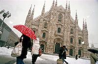 Gennaio 2009, nevicata su Milano. Piazza Duomo --- January 2009, snowfall in Milan. Duomo square