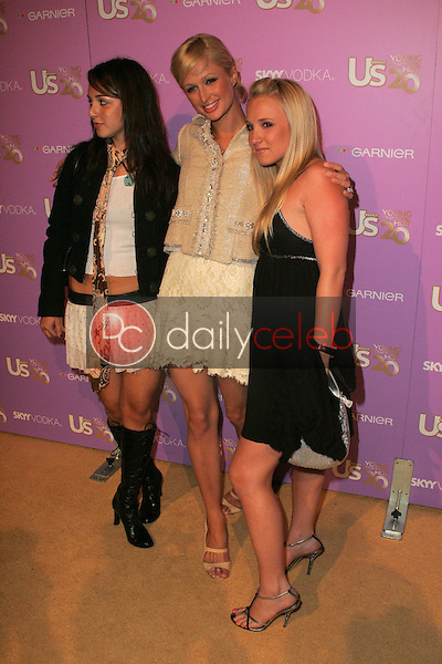 Paris Hilton and friends<br /> At US Weekly's Young Hollywood Hot 20 party, LAX, Hollywood, CA 09-16-05<br /> David Edwards/DailyCeleb.Com 818-249-4998