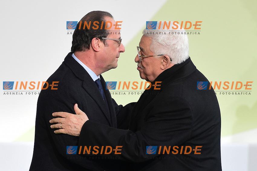 Francois Hollande Presidente Francia e Abu Mazen presidente Palestina<br /> Parigi 30-11-2015 <br /> COP21 Conferenza sui cambiamenti Climatici Paris Climate Conference <br /> Foto JB Autissier Panoramic / Insidefoto