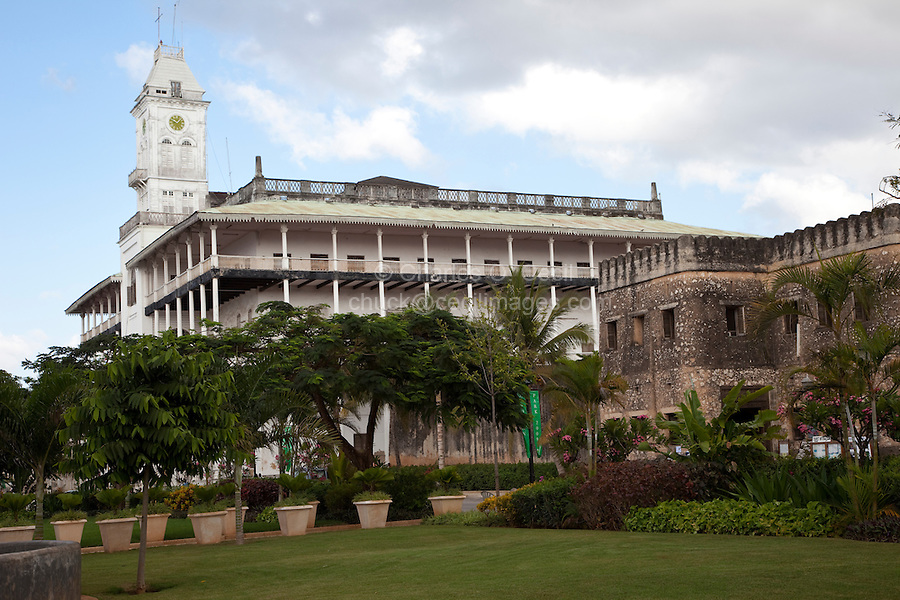 Stone Town, Zanzibar, Tanzania.  Forodhani Gardens, Omani Fort, Beit El Ajaib (House of Wonders) in Background, former palace of the Sultan.