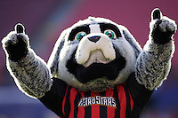 """The MetroStars' mascot """"Metro"""". The NY/NJ MetroStars defeated the LA Galaxy 3 to 0 during MLS action at Giant's Stadium, East Rutherford, NJ, on August 8, 2004."""