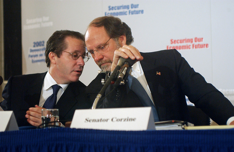 10/11/02.DEMOCRATIC FORUM ON THE ECONOMY--Gene Sperling, of the Council on Foreign Relations and a former White House economic advisor, and Sen. Jon S. Corzine, D-N.J., during the forum..CONGRESSIONAL QUARTERLY PHOTO BY SCOTT J. FERRELL