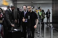 GUARULHOS, SP, 16.11.2016 - FUTEBOL-SELEÇÃO - Jogador Daniel Alves é visto no Aeroporto Internacional Governador Andre Franco Montoro na cidade de Guarulhos na grande São Paulo nesta quarta-feira,(16) após a vitoria sobre o Peru pela Eliminatorias da Copa do Mundo da Russia em 2018.(Foto: Renato Gizzi/Brazil Photo Press)