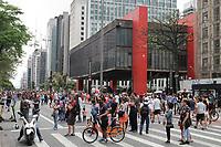 06.10.2019 - Movimentação na avenida Paulista em SP