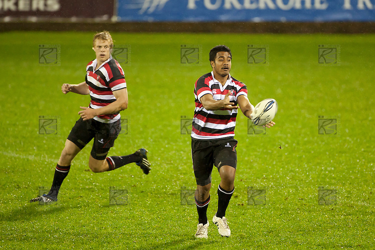 Reynold Lee-Lo passes wide. Counties Manukau Steelers pre season ITM Cup game against North Harbour played at Bayer Growers Stadium Pukekohe on Wednesday July 21st 2010..North Harbour won 22 - 21.