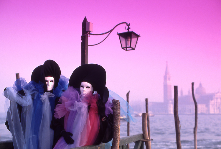 Europe, ITA, Italy, Venetien , Venice, Carnival, Typical fancy dress, Mask....[ For each utilisation of my images my General Terms and Conditions are mandatory. Usage only against use message and proof. Download of my General Terms and Conditions under http://www.image-box.com or ask for sending. A clearance before usage is necessary...Material is subject to royalties. Each utilisation of my images is subject to a fee in accordance to the present valid MFM-List...Contact   archive@image-box.com   www.image-box.com ]