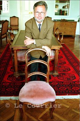 Genève, avril 1999.M. le pasteur Joel Stroudinsky, président de l'Eglise protestante de Genève. .Mr. minister Joel Stroudinsky, president of the Protestant Church of Geneva. .© J.-P. Di Silvestro / Le Courrier