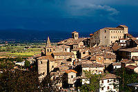 Historic centre of Anghiari, overlooking the fertile Tiberina valley, Tuscany, Italy