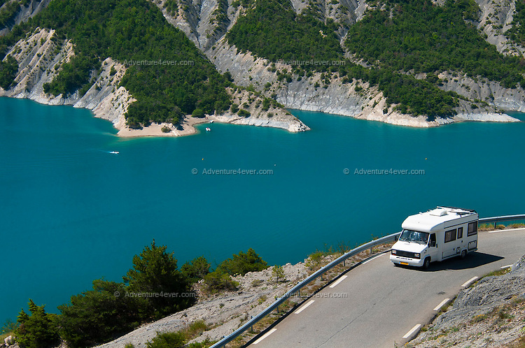 Camping Serre Poncon : Camping between the mountains in the valleys of the french alps