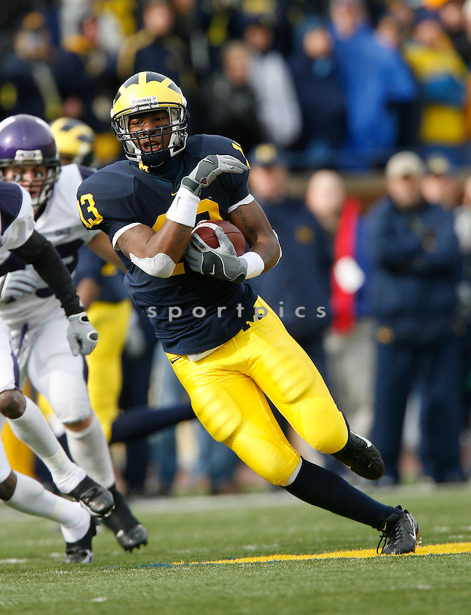 ©Tom DiPace Photography.All Rights Reserved.561.968.0600.Greg Mathews of the University of Michigan..Northwestern@Michigan.10.28.2006.Credit: DeHoog_TDP 561.324.7562.Michigan beats Northwestern 17-3
