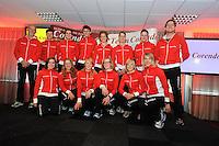 SCHAATSEN: HEERENVEEN: IJsstadion Thialf, 31-10-2012, Perspresentatie Team Corendon, Staand: Frits Wouda (trainer), Rienk Nauta, Karsten van Zeijl, Pepijn van der Vinne, Renate Groenewold (trainer/coach), Natasja Bruintjes, Bas Bervoets, Peter Kolder (trainer/coach), Zittend: Floor van den Brandt, Roxanne van Hemert, Carlijn Achtereekte, Marije Joling, Annouk van der Weijden, Jorien Voorhuis, ©foto Martin de Jong