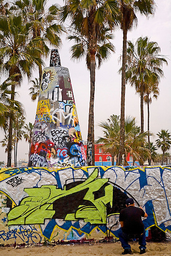A legal grafitti artist applies his trade at Venice Beach, California