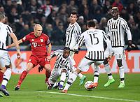 FUSSBALL CHAMPIONS LEAGUE  SAISON 2015/2016  ACHTELFINALE HINSPIEL Juventus Turin - FC Bayern Muenchen             23.02.2016 Arjen Robben (li, FC Bayern Muenchen) gegen die Turiner Patrice Evra, Mario Mandzukic, Andrea Barzagli und Paul Pogba (v.l., alle Juventus Turin)