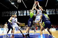 GRONINGEN - Basketbal, Donar - ZZ Leiden, Martiniplaza,  Dutch Basketball League, seizoen 2017-2018, 09-12-2017,  Donar speler Evan Bruinsma op weg naar een score  Leiden speler Clayton Vette kan het niet stoppen