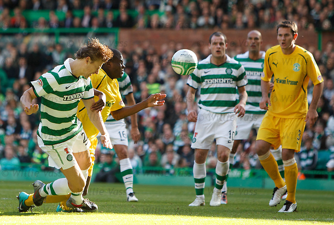 Glenn Loovens stoops to head in Celtic's second goal