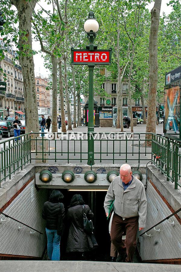 Entrada de estação do metrô de Paris. França. 2005. Foto de Dudu Cavalcanti.