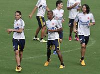 BARRANQUILLA, COLOMBIA - 21-03-2013: Radamel Falcao García (Izq.), Luis Amaranto Perea (2Izq.), James Rodriguez (2Der.) y Mario Alberto Yapes  (Der.) jugadores de la Selección Colombia durante entreno en Barranquilla, marzo 21 de 2103. El equipo colombiano se prepara en Barranquilla para los partidos contra Bolivia el 22 de marzo y Venezuela el 26 de marzo, partidos clasificatorios a la Copa Mundial de la FIFA Brasil 2014. (Foto: VizzorImage / Luis Ramírez / Staff). Radamel Falcao García (L), Luis Amaranto Perea (2L), James Rodriguez (2R) and Mario Alberto Yapes (R),  players of the Colombian national team in action during a training session in Barranquilla on March 21, 2012. The Colombia team prepares for the games against Bolivia next March 23 and Venezuela on March 26, games qualifying for the FIFA World cup Brazil 2014. (Photo: VizzorImage / Luis Ramirez/ Staff)