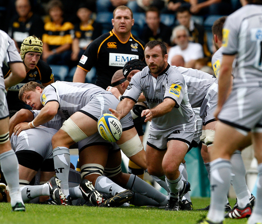 Photo: Richard Lane/Richard Lane Photography. London Wasps v Leicester Tigers. 11/09/2011. Tigers' George Chuter passes.