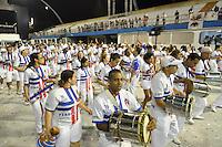 ATENÇÃO EDITOR FOTO EMBARGADA PARA VEÍCULOS INTERNACIONAIS - SÃO PAULO, SP, 02 DE FEVEREIRO DE 2013 - ENSAIO PÉROLA NEGRA - Ensaio técnico da Escola de Samba Pérola Negra na preparação para o Carnaval 2013. O ensaio foi realizado na madrugada deste sabado (02) no Sambódromo do Anhembi, zona norte da cidade. FOTO LEVI BIANCO - BRAZIL PHOTO PRESS