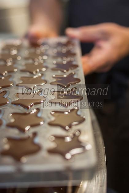 Europe/Belgique/Flandre/Flandre Occidentale/Bruges:   <br /> Choco Story, The Chocolate Museum , fabrication des chocolats / Belgium, Western Flanders, Bruges: Choco Story, The Chocolate Museum, making chocolates