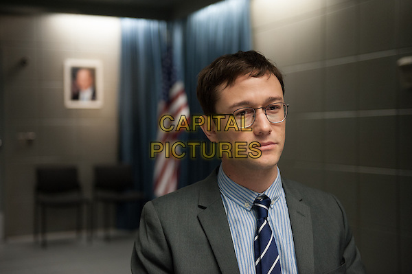 Snowden (2016) <br /> Joseph Gordon-Levitt<br /> *Filmstill - Editorial Use Only*<br /> CAP/KFS<br /> Image supplied by Capital Pictures