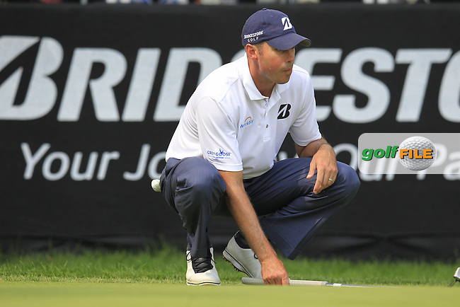 Matt KUCHAR (USA) lines up his putt on the 9th green during Friday's Round 2 of the WGC Bridgestone Invitational, held at the Firestone Country Club, Akron, Ohio.: Picture Eoin Clarke, www.golffile.ie: 1st August 2014