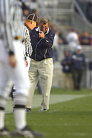13 October 2007:  Penn State coach Joe Paterno points his finger and argues / yells at a referee.  The Penn State Nittany Lions defeated the Wisconsin Badgers 38-7 October 13, 2007 at Beaver Stadium in State College, PA..