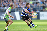 Francois Louw of Bath Rugby passes the ball. Aviva Premiership match, between Bath Rugby and Newcastle Falcons on September 23, 2017 at the Recreation Ground in Bath, England. Photo by: Patrick Khachfe / Onside Images