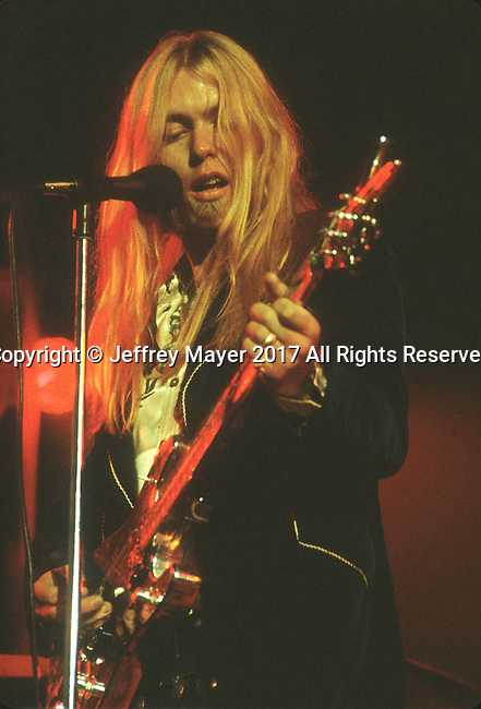 LOS ANGELES, CA - JUNE 25: Gregg Allman live in concert with the Allman Brothers Band on June 25, 1976 in Los Angeles, California.