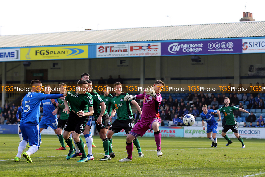 Max Ehmer of Gillingham heads the ball just wide of the Scunthorpe goal during Gillingham vs Scunthorpe United, Sky Bet EFL League 1 Football at the MEMS Priestfield Stadium on 11th March 2017