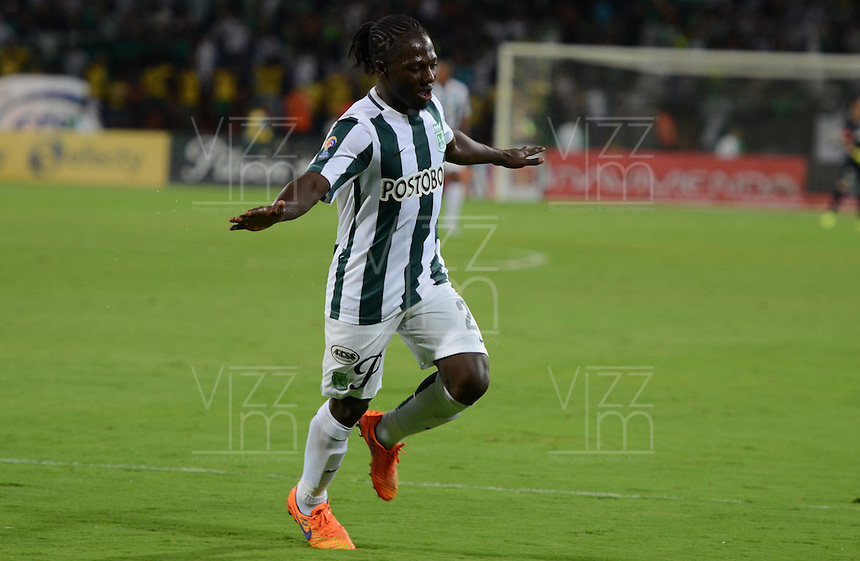 MEDELLÍN -COLOMBIA-05-08-2015: Yimmi Chara jugador de Atlético Nacional celebra el segundo gol anotado a Deportivo Pasto durante partido por la fecha 5 de la Liga Aguila II 2015 jugado en el estadio Atanasio Girardot de la ciudad de Medellín./ Yimmi Chara player of Atletico celebrates the second goal scored to Deportivo Pasto during the match for the  5th date of the Aguila League II 2015 at Atanasio Girardot stadium in Medellin city. Photo: VizzorImage/León Monsalve/ Cont