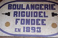 """Europe/France/Bretagne/56/Morbihan/Quiberon: Détail du seuil de la boulangerie-pâtisserie """"Riguidel"""" 38 rue de Port-Maria"""