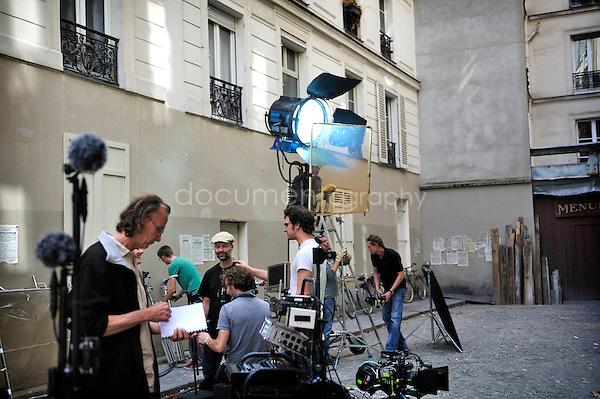 Tahar Rahim sur le tournage 'les hommes libres'. .Paris, le 12/08/2010.copyright: Magali Corouge / Documentography..