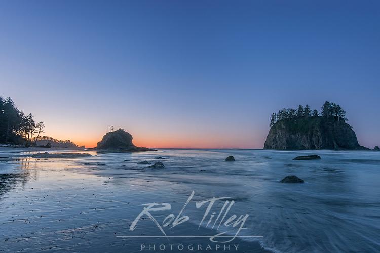 USA, WA, Olympic NP, Second Beach Dawn
