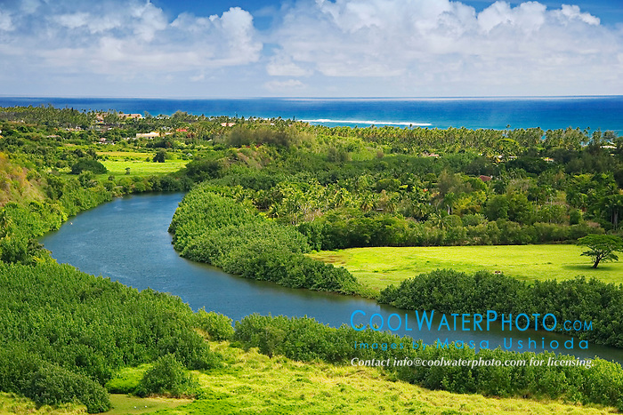 Histric Wailua River where many significant Heiau (temples) were built by Hawaiian Ali`i (chiefs) and Kahuna (priests), State Park, Kauai, Hawaii, Pacific Ocean