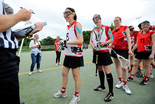 GER - Hannover, Germany, May 31: During the Women Lacrosse Playoffs 2015 match between SCC Blax (red) and Muenster Mohawks (blue) on May 31, 2015 at Deutscher Hockey-Club Hannover e.V. in Hannover, Germany. Final score 4:6. (Photo by Dirk Markgraf / www.265-images.com) *** Local caption *** Anika Altenhain #6 of SCC Blax