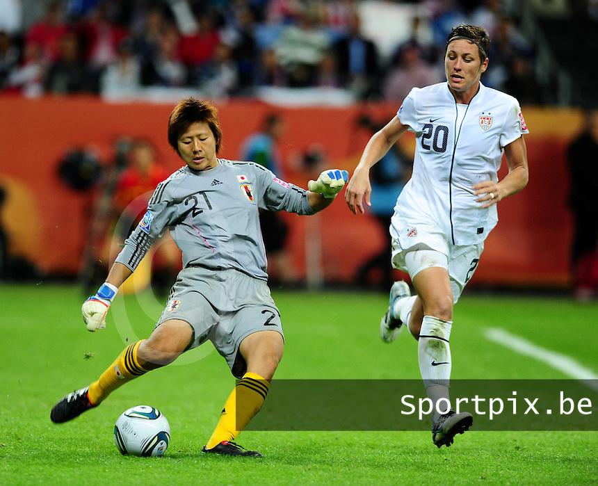 Fifa Women's World Cup Germany 2011 : Japan - USA  at Commerzbank Arena Frankfurt : Ayumi Kaihori met de uittrap voor Abby Wambach.foto DAVID CATRY / Vrouwenteam.be
