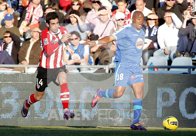 Getafe's Tsepo Masilela against Athletic de Bilbao's Markel Susaeta during La Liga Match. January 08, 2012. (ALTERPHOTOS/Alvaro Hernandez)