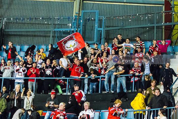 Stockholm 2014-03-29 Ishockey Kvalserien AIK - Malm&ouml; Redhawks  :  <br /> Malm&ouml; Redhawks supportrar jublar efter slutsignalen<br /> (Foto: Kenta J&ouml;nsson) Nyckelord:  AIK Gnaget Malm&ouml; Redhawks jubel gl&auml;dje lycka glad happy supporter fans publik supporters